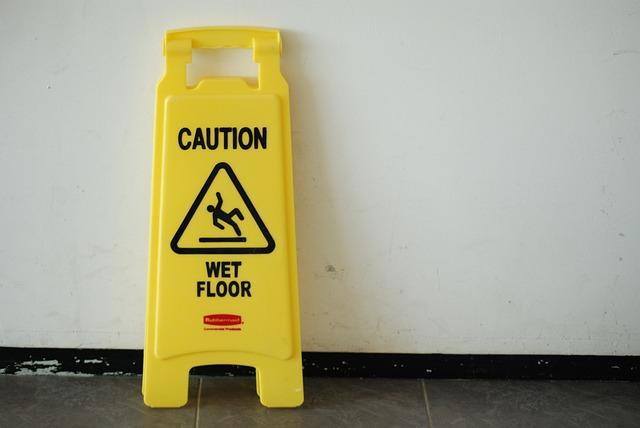זהירות רצפה רטובה